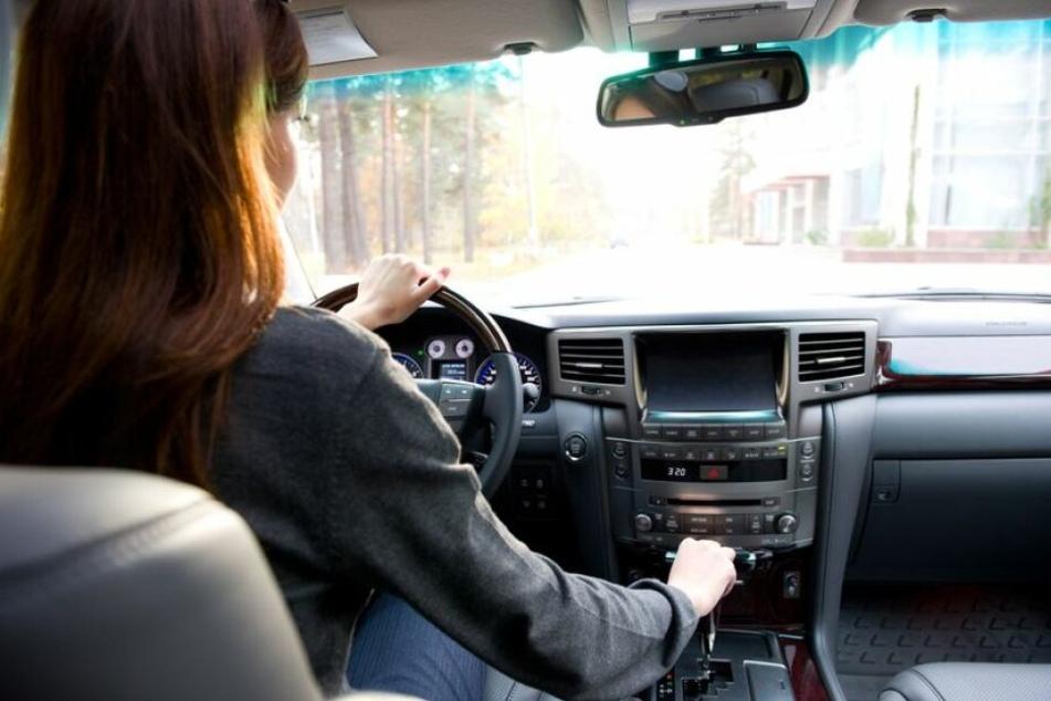 Ein Mädchen lieh sich das Auto ihrer Eltern (Symbolbild).