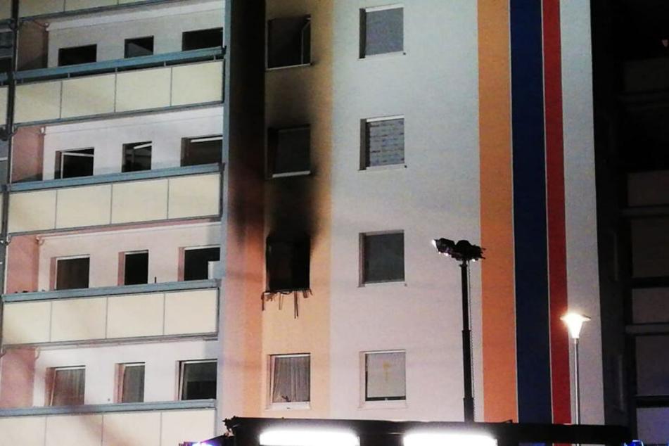 Dresden: Feuer in Mehrfamilienhaus! Polizei findet eine Leiche, vier Personen im Krankenhaus