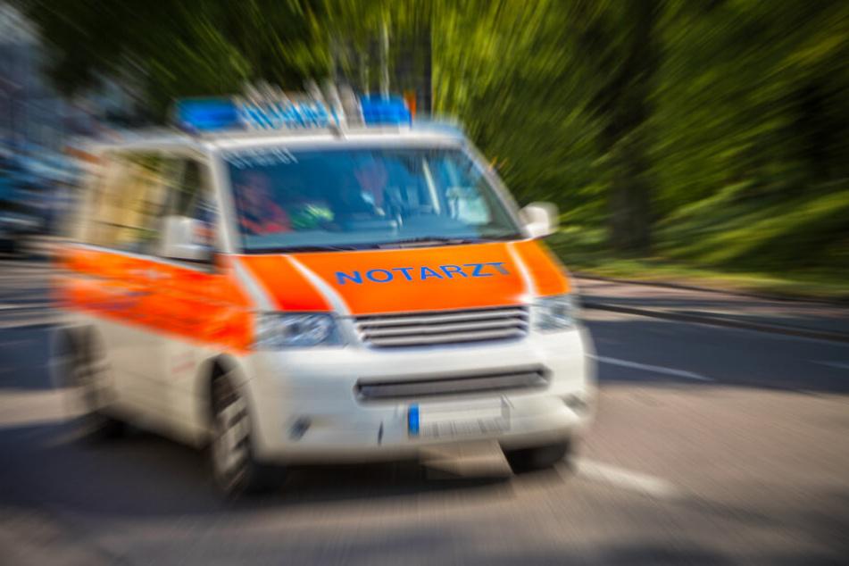 In Zwickau wurde ein Fußgänger von einem VW erfasst und verletzt.