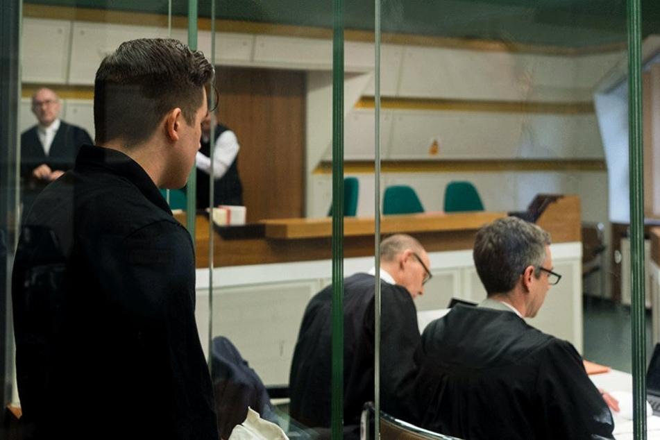 Der mutmaßliche Täter muss sich wegen versuchten Totschlags vor Gericht verantworten.