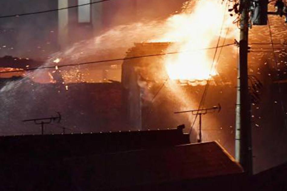 Schon zum zweiten Mal brannte das Einfamilienhaus der 13-köpfigen Familie in Brandenburg.