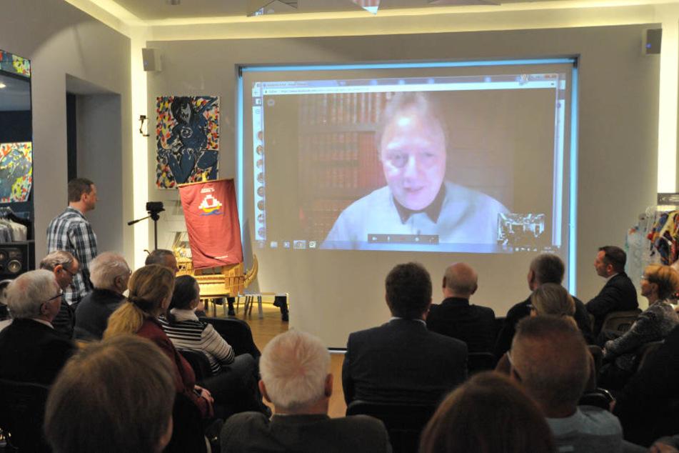 Skurril: Der im Oman festsitzende Forscher Dominique Görlitz (54) meldete  sich per Videotelefon bei seinen Chemnitzer Freunden.