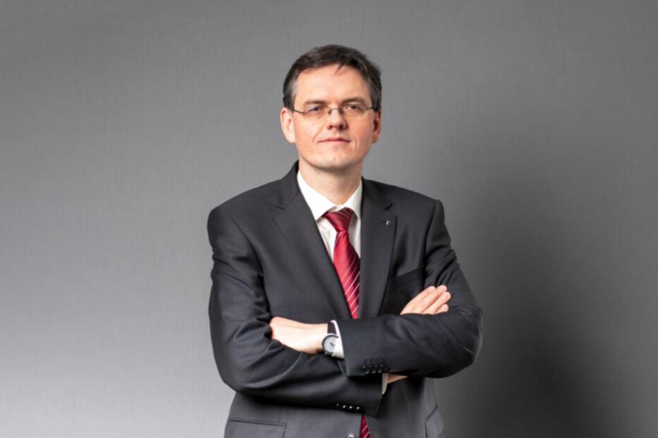 Staatsanwalt Jürgen Schmidt (44) betont, dass die E-Mails erst einmal bewertet werden müssen.