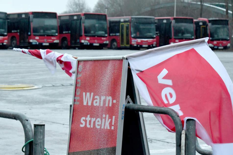 Busfahrer im Norden streiken für höhere Löhne. (Archivbild)