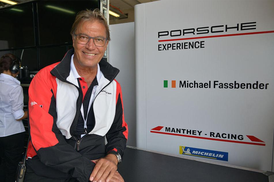 """""""Porsche Sports Cup""""-Veranstalter Altfrid Heger (61) freut sich über die Teilnahme des bodenständigen Schauspielers Michael Fassbender (42)."""