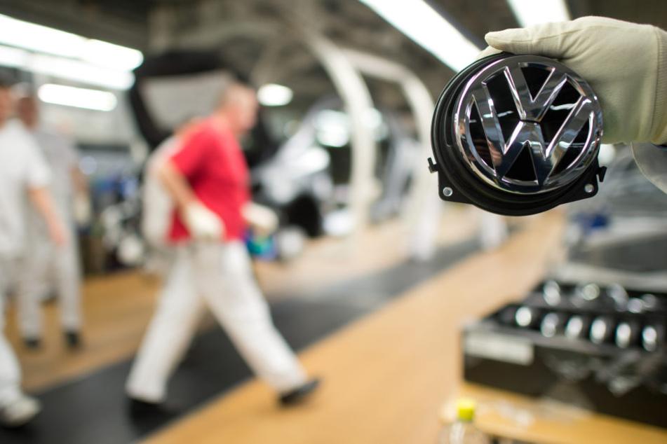 Im Zuge des Umbaus erwartet VW-Betriebsratchef Osterloh auch den Abbau von Stellen.