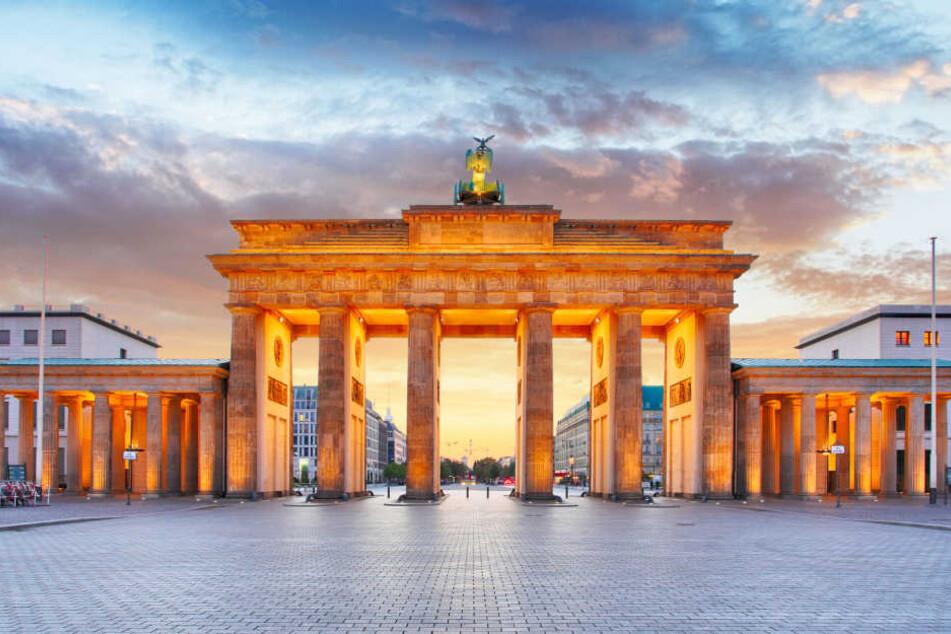 Jahr für Jahr zieht es junge Menschen für den Beruf aus ihren Heimatorten in lebhaftere Städte. Am liebsten nach Berlin!