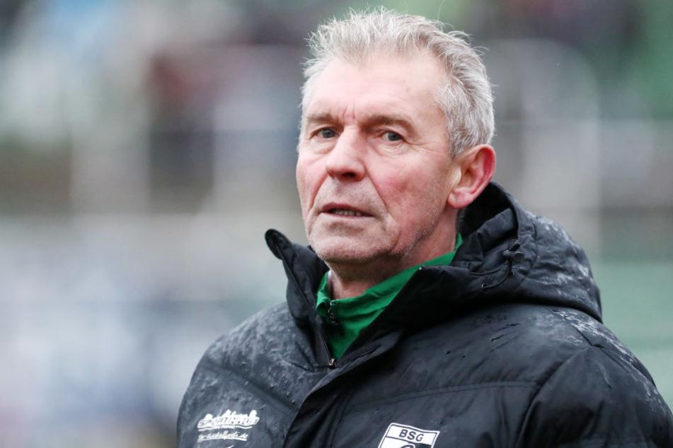 Böse Mine zum katastrophalen Spiel: Trainer Dietmar Demuth bleibt mit der BSG zum fünften Mal in Folge ohne Torerfolg.