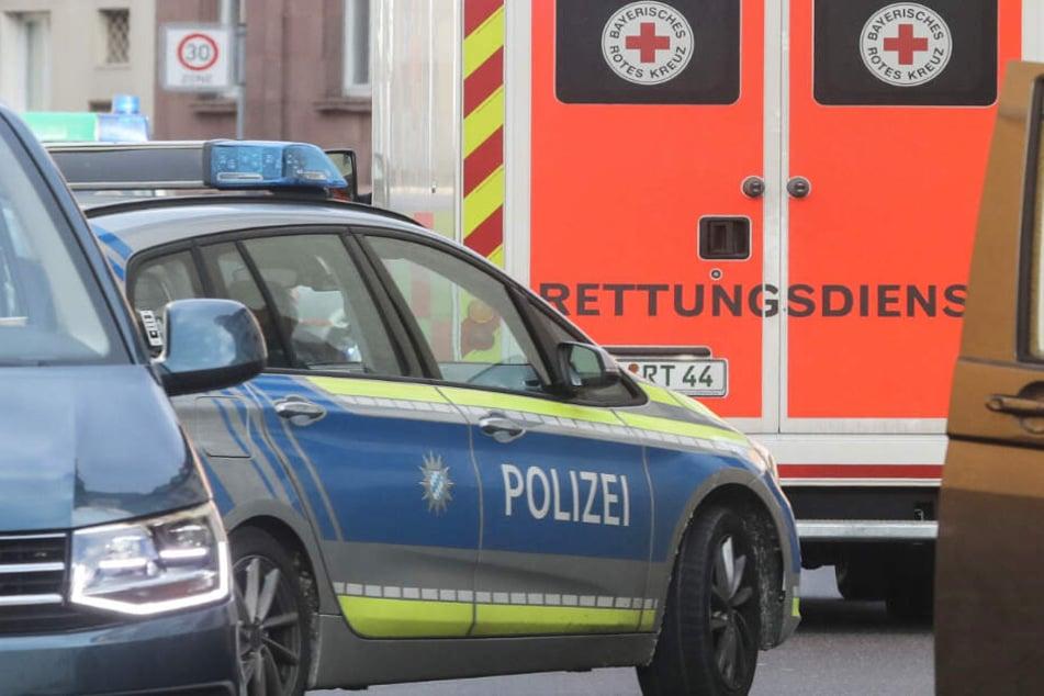 Die Polizei musste eingreifen, Rettungskräfte die Verletzten versorgen. (Symbolbild)