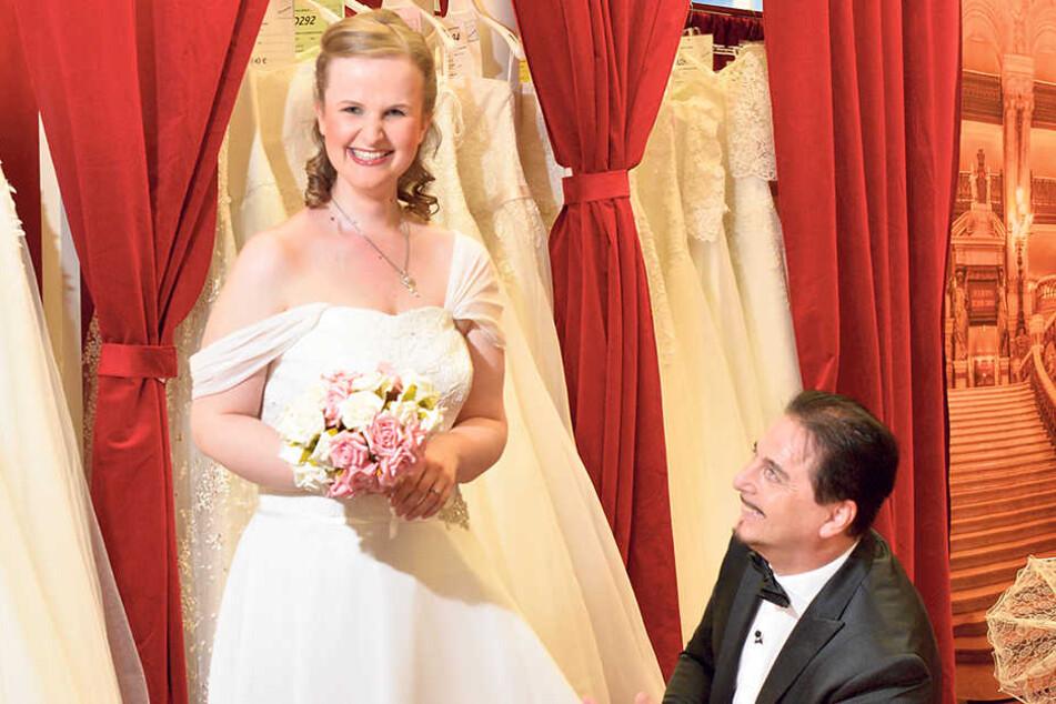 Diese Braut hat es Mode-Profi Uwe Herrmann angetan. Vor Anne geht er in  seinem Dresdner Geschäft sogar auf die Knie.
