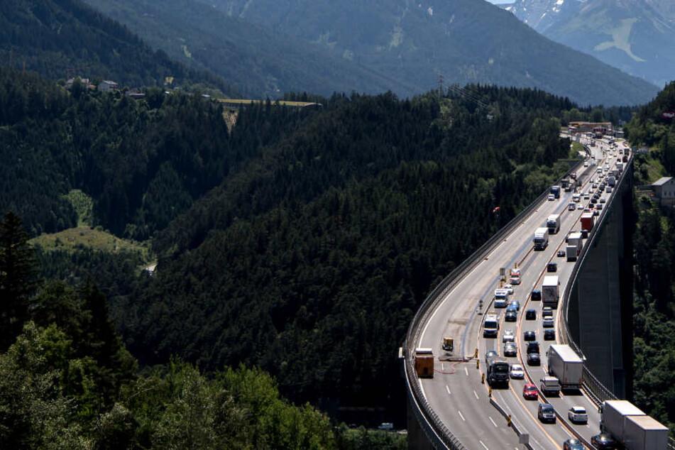 Stau-Chaos auf Inntalautobahn: Jetzt macht Tirol auch noch die Landstraßen dicht!