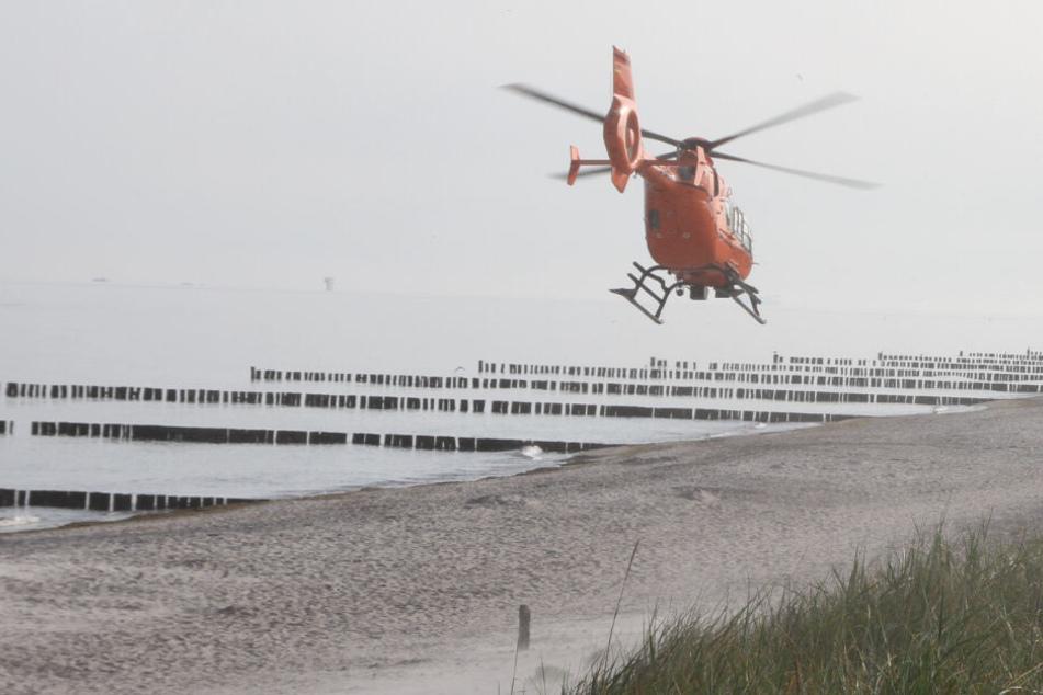 Drama in der Ostsee! Spaziergänger retten hilflose Frau aus den Wellen