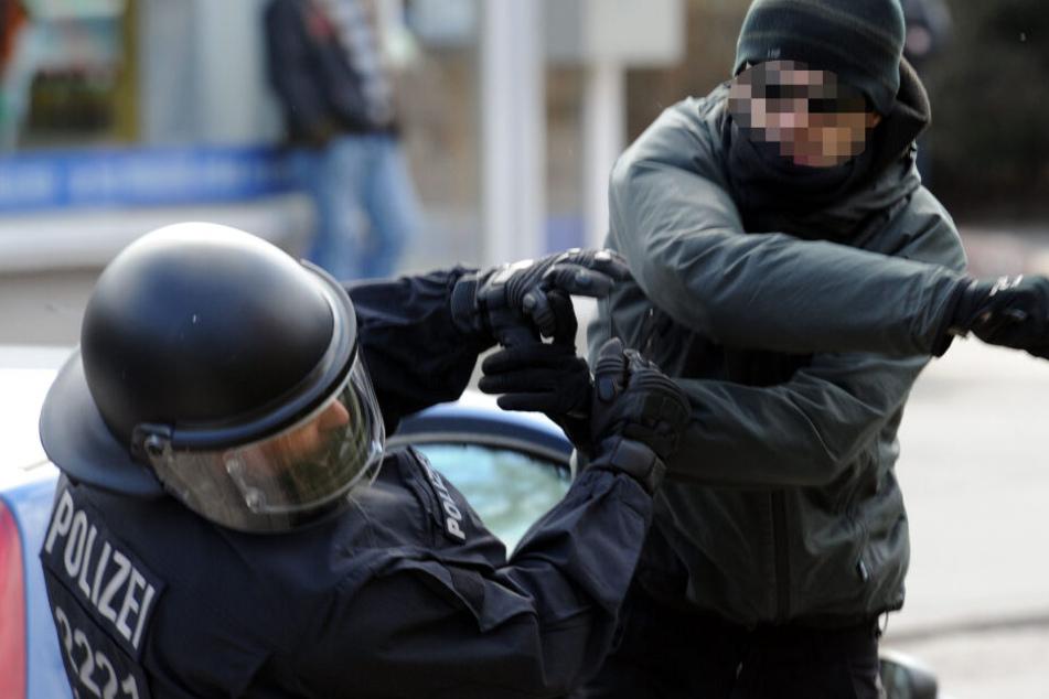 Während der Demo kam es zu Angriffen auf Polizisten. (Symbolbild)