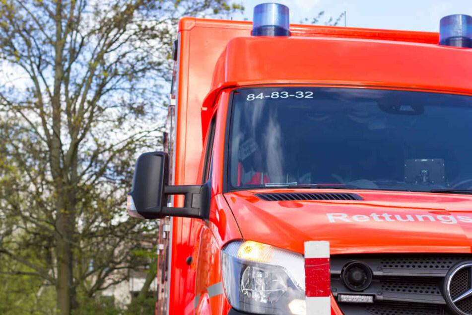 Tödlicher Glätte-Unfall in Sachsen: 18-Jähriger stirbt, sechs Verletzte