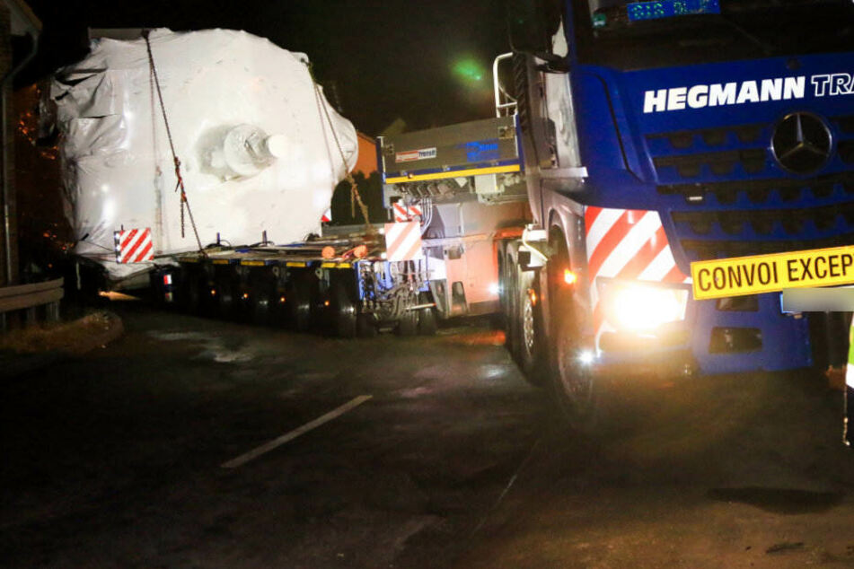 Am frühen Mittwochmorgen konnte der 179 Tonnen Koloss aus seiner misslichen Lage befreit werden.