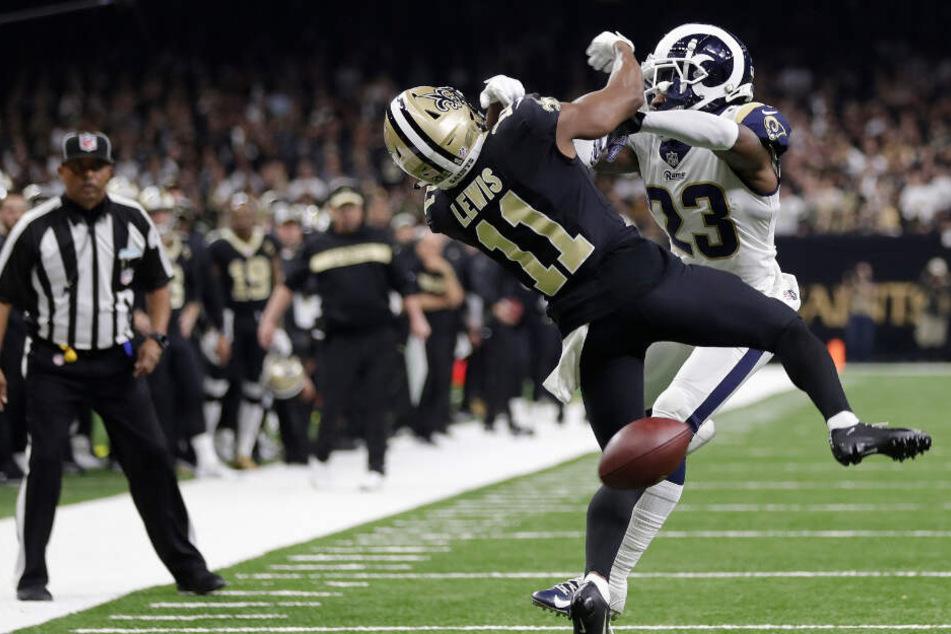 Halbfinale: Rams-Verteidiger Nickell Robey-Coleman (r) rammt Saints-Receiver Tommylee Lewis kurz vor Spielende und reisst ihn zu Boden.