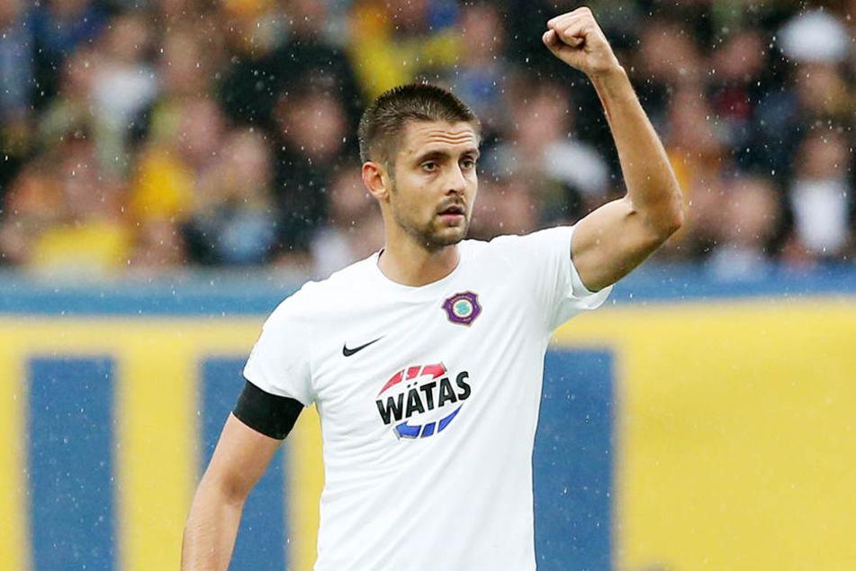 Dimitrij Nazarvo jubelt nach seinem Traumtor gegen Braunschweig.