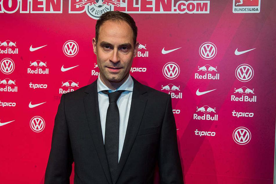 Der Vorstandsvorsitzende Oliver Mintzlaff teilte am Donnerstag in einer Pressekonferenz mit, dass RB sich auf einen Kauf der Red-Bull-Arena geeinigt habe.