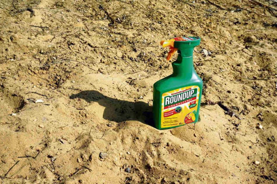 Glyphosat, unter dem Markennamen Roundup vom Chemie-Riesen Monsanto in den 1970ern auf dem Markt gebracht, ist höchst umstritten.