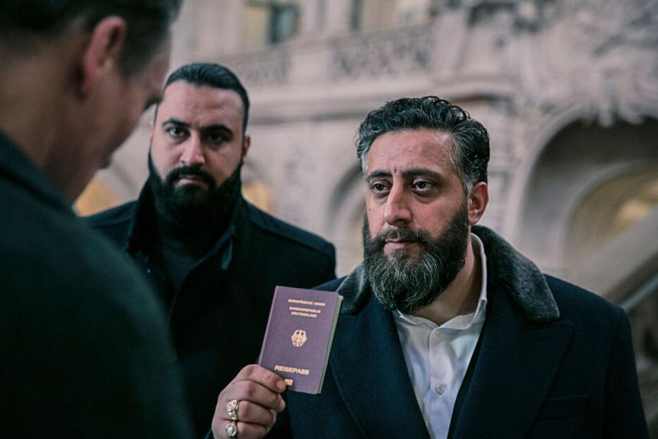 Im Zentrum der Handlung der finalen Staffel steht wie bisher Toni Hamady (Kidar Khodr Ramadan, r.), Chef seines Familien-Clans.