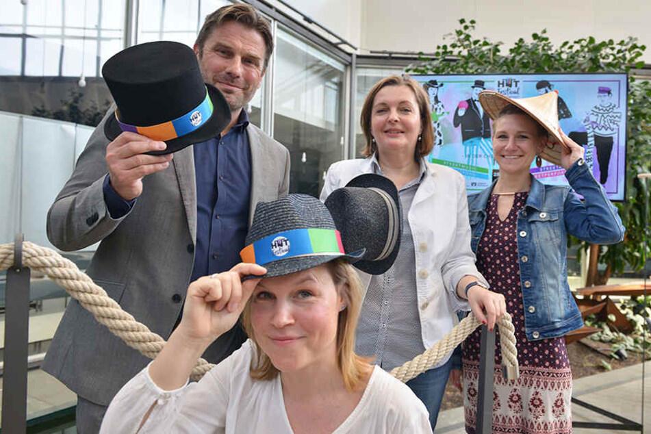 """Chapeau! Ralf Schulze (50), Yvonne Buchheim (39), Kirstin Antonelli und Anne Grimm (31) vom C3-Team freuen sich auf das erste Chemnitzer """"Hutfestival""""."""