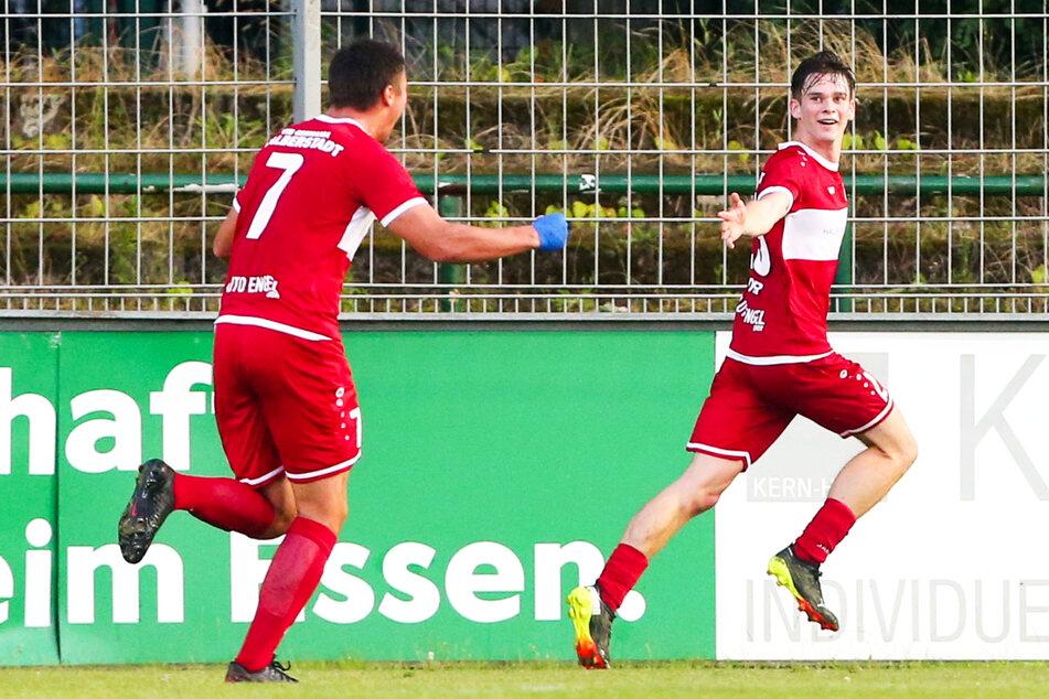 Elias Löder (21, r.) kam in dieser Saison gar nicht mehr aus dem Jubeln heraus. Für Halberstadt netzte er in sechs Einsätzen achtmal ein und legte vier Tore direkt auf - eine überragende Bilanz!