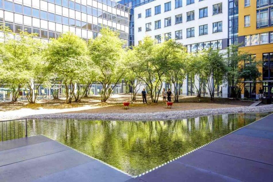 Im Innenhof des WTC-Hotels Elbflorenz wird ab 1. Juli Theater gespielt.