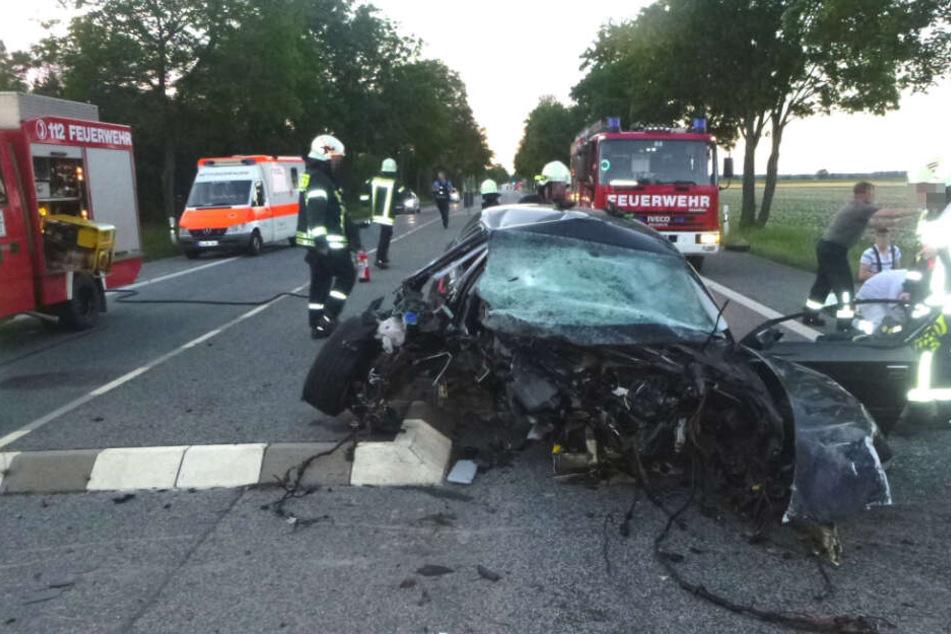 Der Wagen wurde komplett zerstört.
