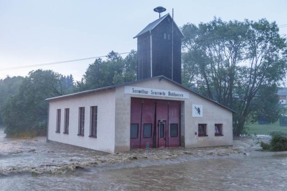 Bei den Unwettern kam es mehrfach zu Hochwasser, auch das Feuerwehr-Gerätehaus war betroffen.