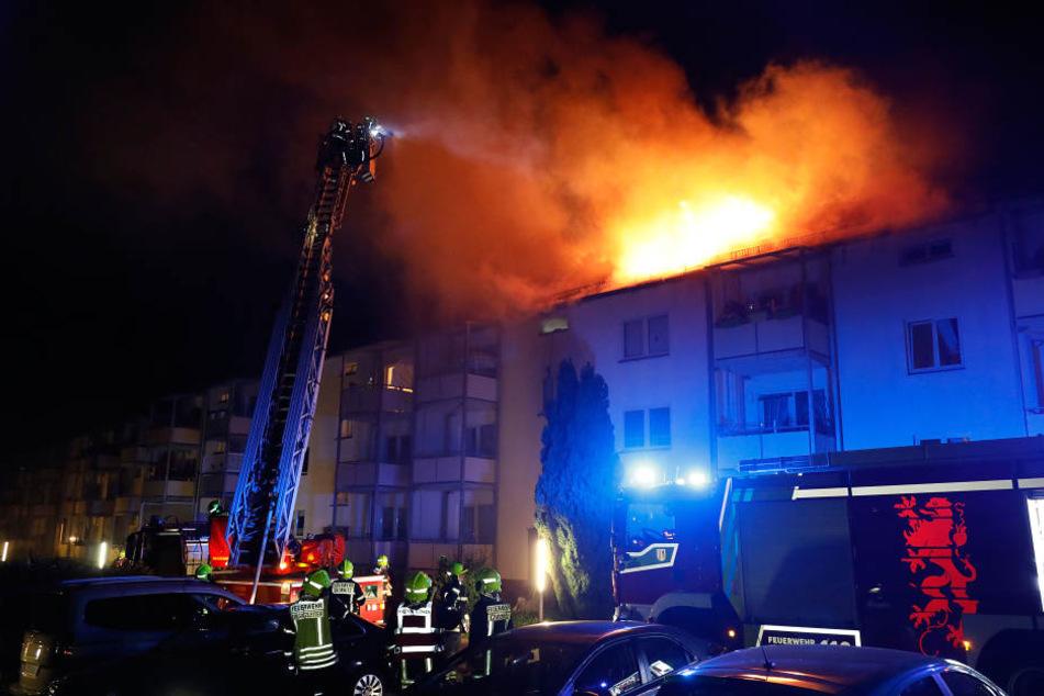 Verheerender Dachstuhlbrand: 20 Bewohner evakuiert