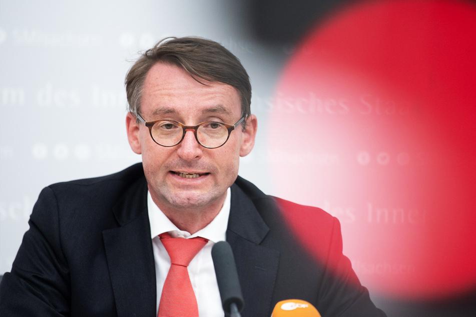 Innenminister Roland Wöller (50, CDU) führt ein Masken-Bußgeld ein.