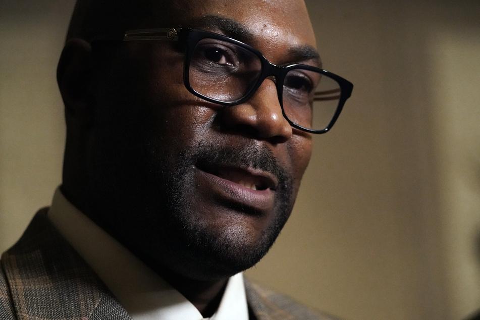 Der Bruder von George Floyd, Philonise Floyd, spricht nach der Urteilsverkündung in einem Interview. Die Familie von George Floyd hat sich erleichtert über den Schuldspruch gezeigt.