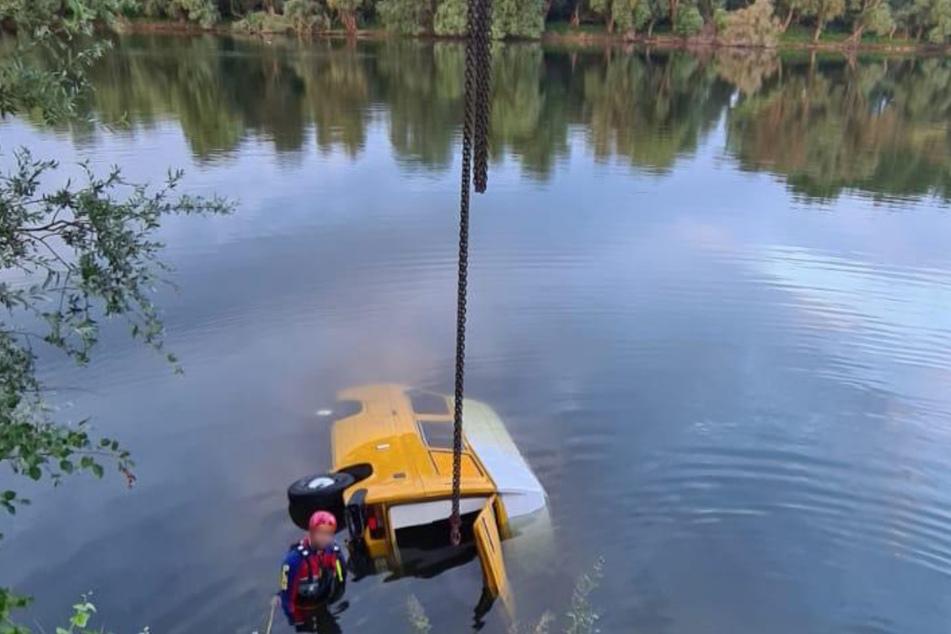 Der Camper rutschte aus bislang ungeklärtem Grund ins Wasser.
