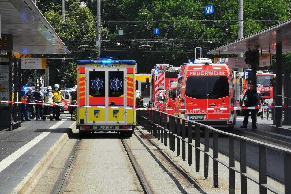 Feuerwehr und Rettungsdienst waren am Donnerstagmittag vor dem Hauptbahnhof im Einsatz.