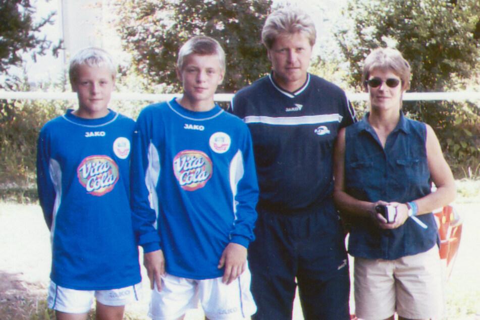 Die Familie Kroos von links nach rechts: Felix, Toni, Vater Roland und Mutter Birgit.