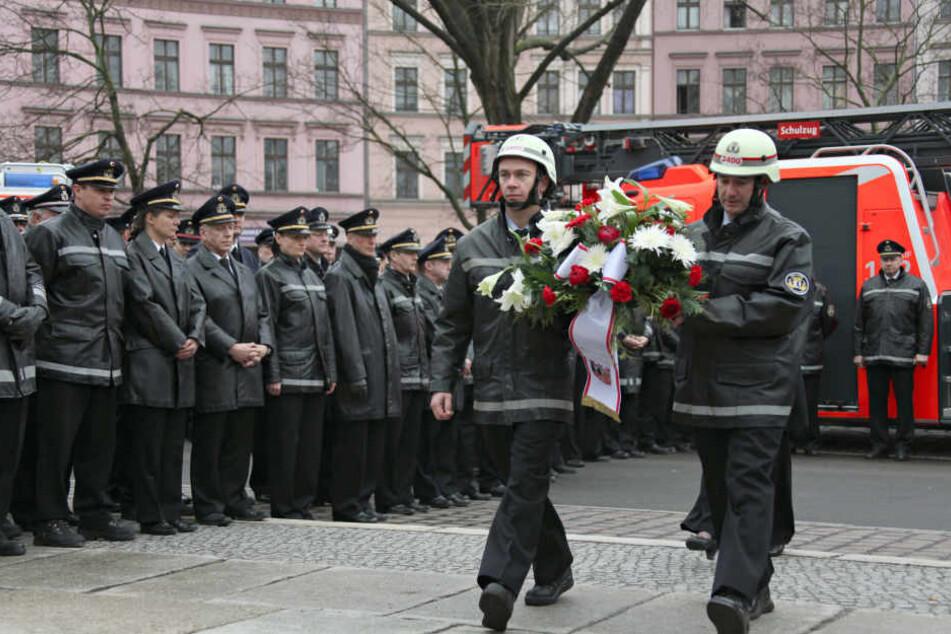 Am Totensonntag wollen die Berliner Feuerwehren ihrer im Dienst verstorbenen Kollegen gedenken (Archivbild).