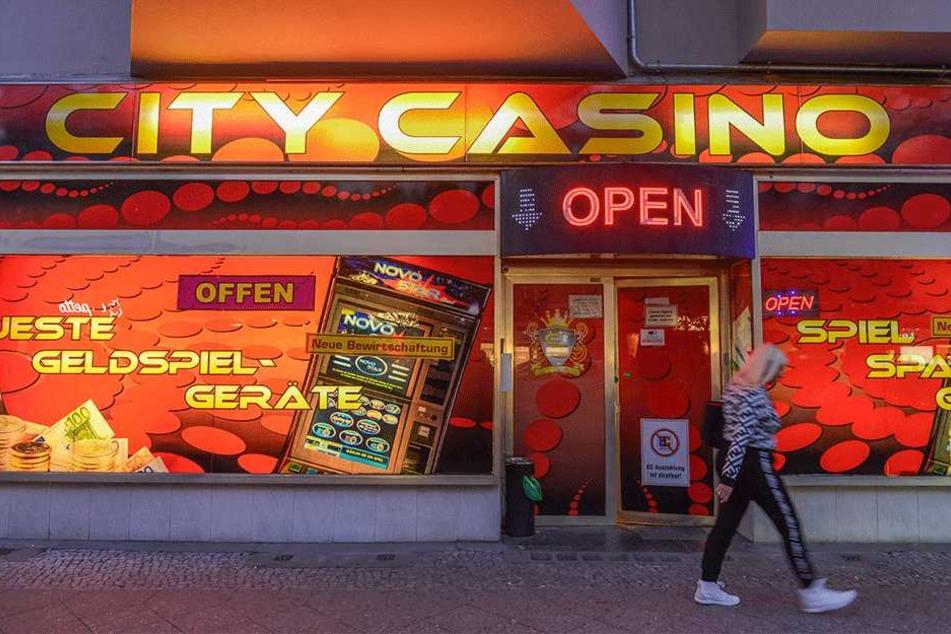"""""""Casino"""" klingt ziemlich mondän, nach Schampus und Roulettetischen. Tatsächlich warten drinnen eher Käffchen und blinkende Kästen..."""