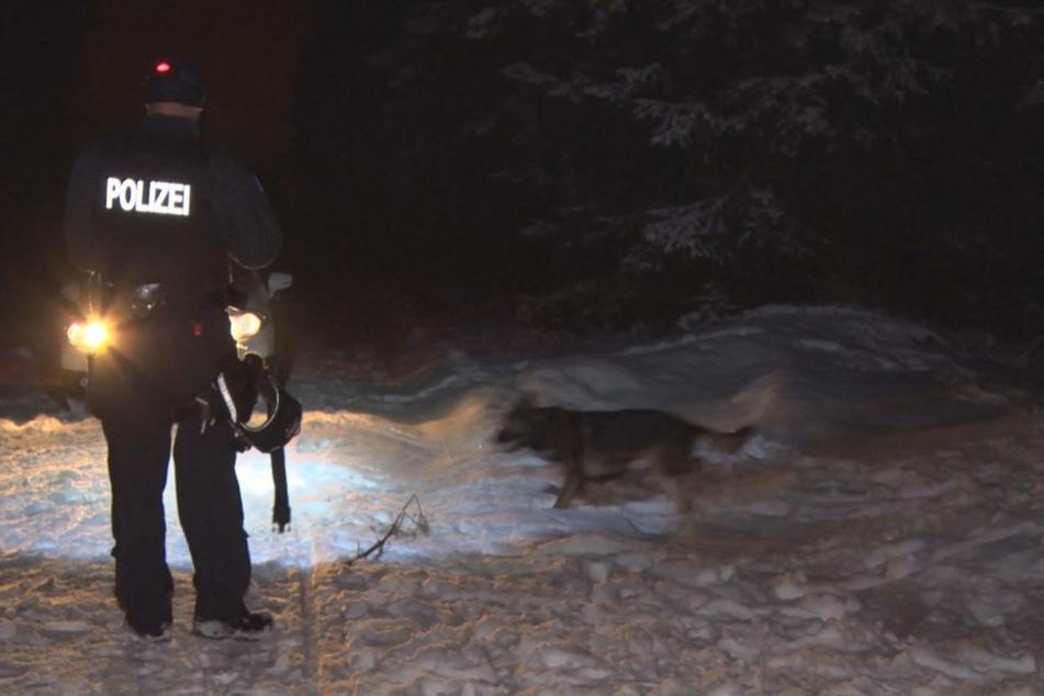 Mehrere Stunden wurde mit Hunden nach der Frau gesucht.