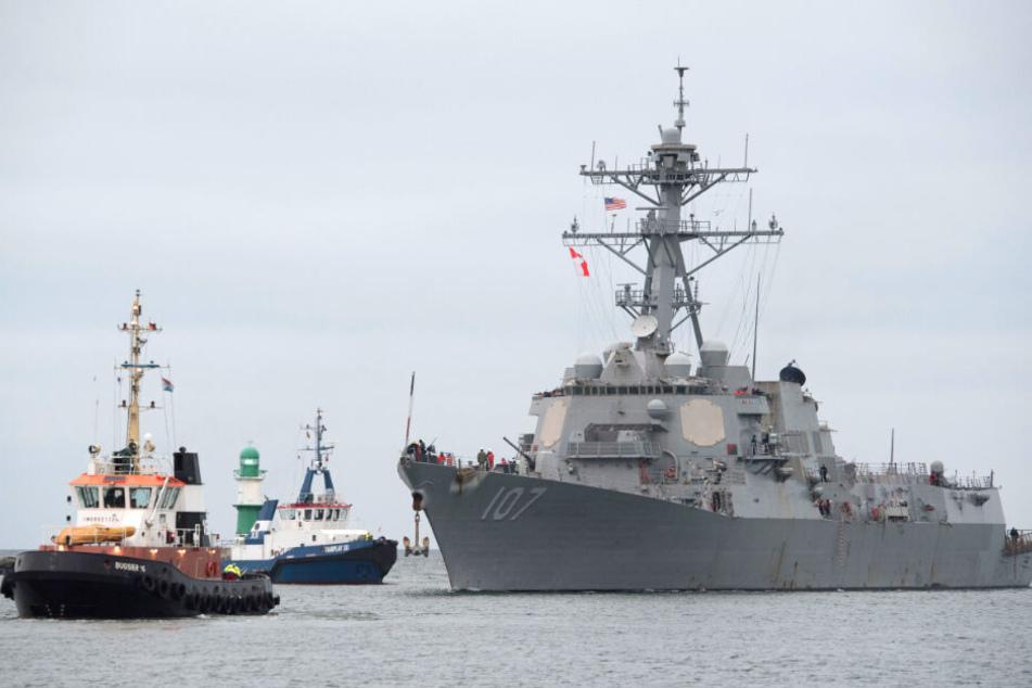 """Der US-Zerstörer """"Gravely"""" läuft in Rostock-Warnemünde ein."""