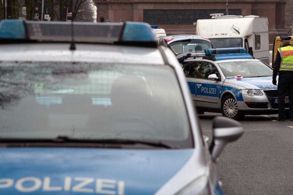 Die Polizei sicherte die Gegend um den Angriff ab. (Symbolbild)