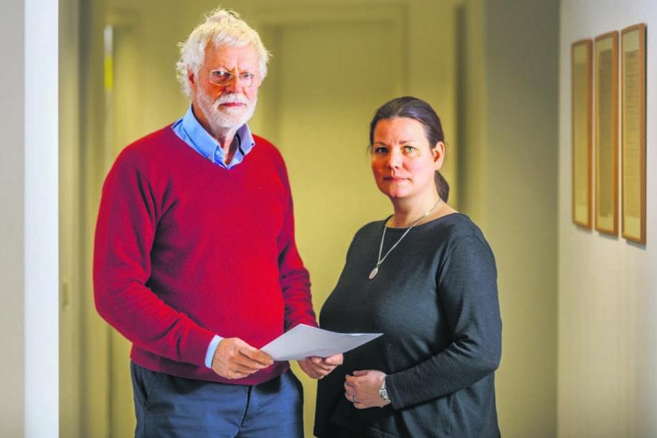Peter Bartels (72), Vorsitzender des Mieterverein Dresden und Sprecherin Katrin Kroupová (43).