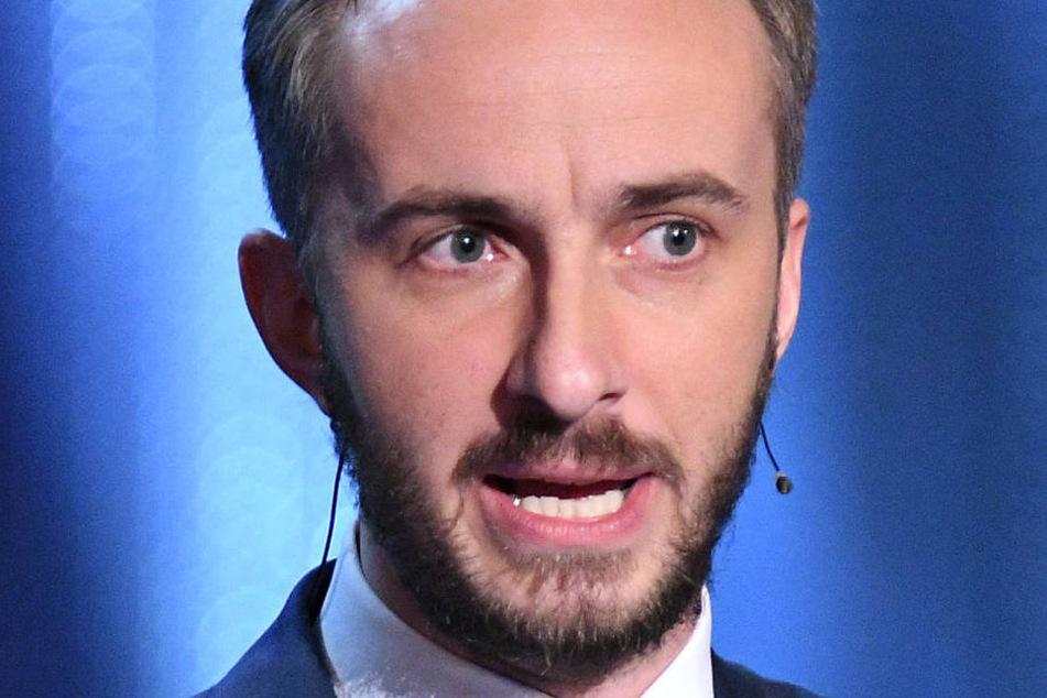 Jan Böhmermann (36), der Mann vom ZDFneo, ist von Kommerzkacke genervt, will aber zum Echo 2018!