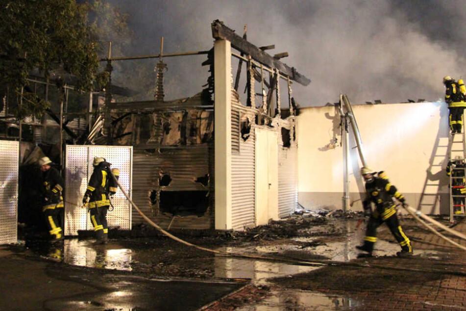 Laut Ermittlern wurde das Feuer von außen gelegt.