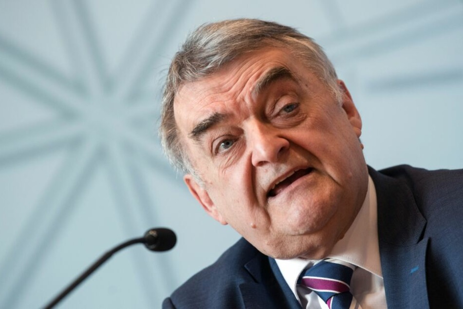 Innenminister Herbert Reul will die Abläufe der Polizei in Zukunft besser überprüfen lassen.