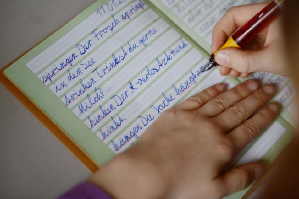 Groß- und Kleinschreibung, Zeichensetzung: Nun soll eine Broschüre Lehrern helfen. (Symbolbild)