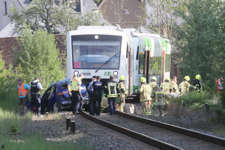 Der Zug schleifte das Auto rund 150 Meter mit.