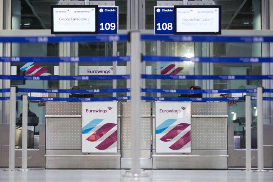 Die Schalter von Eurowings blieben am Donnerstagmorgen, wie hier in Düsseldorf, geschlossen.