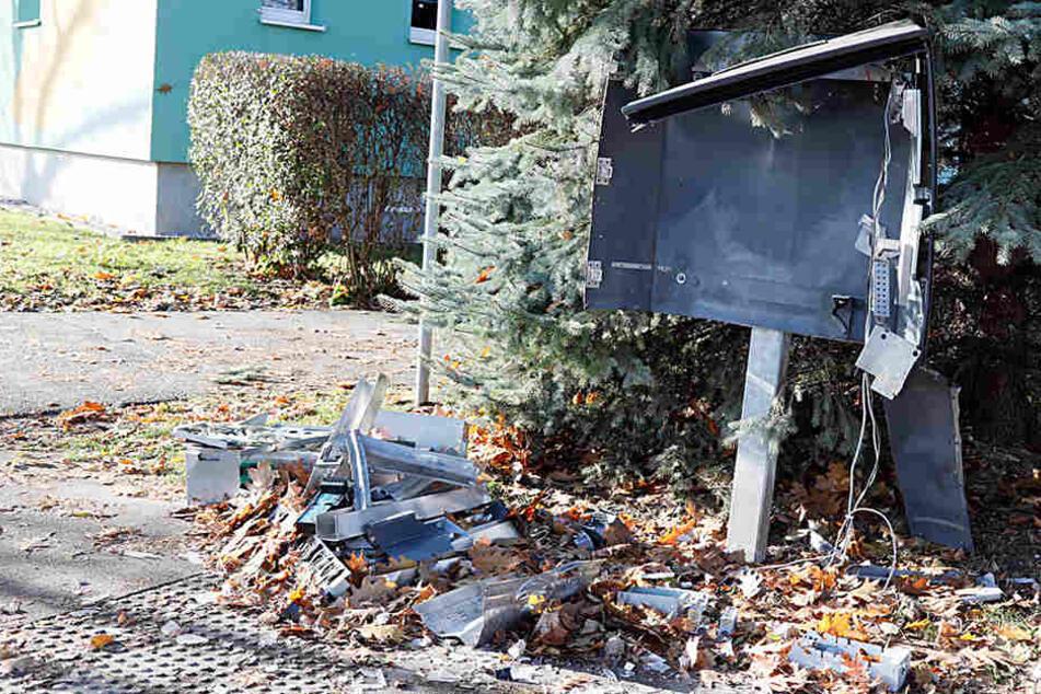 Unbekannte haben insgesamt vier Automaten gesprengt. (Archivbild)