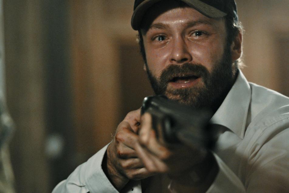 Tobias Heine (Matthias Ziesing) verliert nach dem Tod seines Vaters die Nerven.