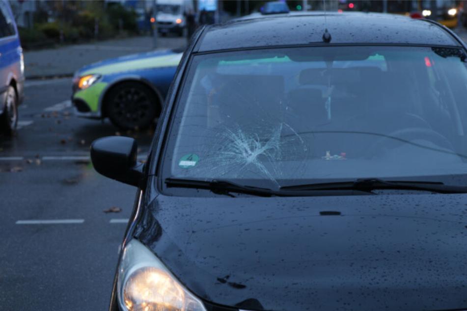 Autofahrer will wenden: Fußgänger angefahren
